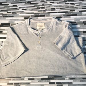 Gray short sleeve tee shirt